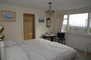 Bed and Breakfast in Folkestone - Crete Down Ivory Room