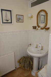 Bed and Breakfast in Folkestone - Crete Down Rose Bathroom